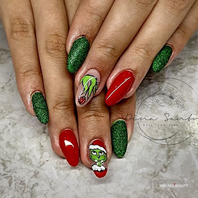 Grinch Christmas nails design