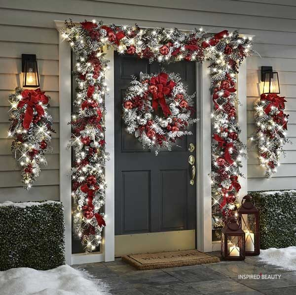 Red and white Christmas door decoration ideas