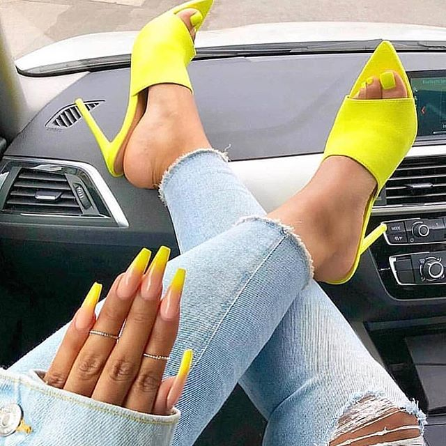 aesthetic baddie nails